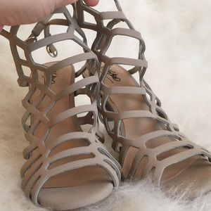 NEVER WORN nude cage heels